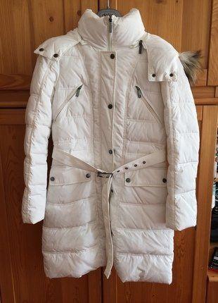 Kupuj mé předměty na #vinted http://www.vinted.cz/damske-obleceni/dlouhe-kabaty/14247211-dlouhy-bily-perovy-kabatek-camaieu