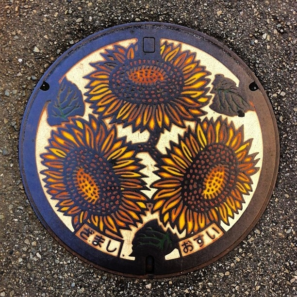 art design | street design | manhole cover | japan | sunflowers