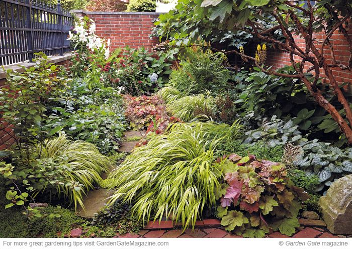 Garden makeover: See how to get this beautiful entry planting. #gardening #gardenmakeover #entry