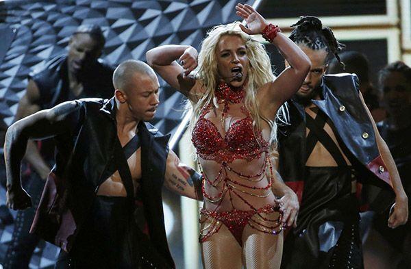 Britney Spears'tan direk dansı: Dünyaca ünlü şarkıcı Britney Spears, Las Vegas'ta düzenlenen Billboard Music Millennium Awards… #dizi #tv