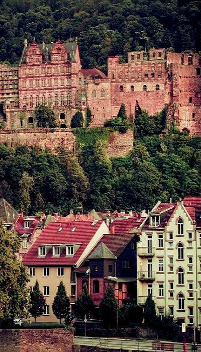 Let's take a look at 10 Most Beautiful and Best Castles and 5 castles in the selling list in Germany.