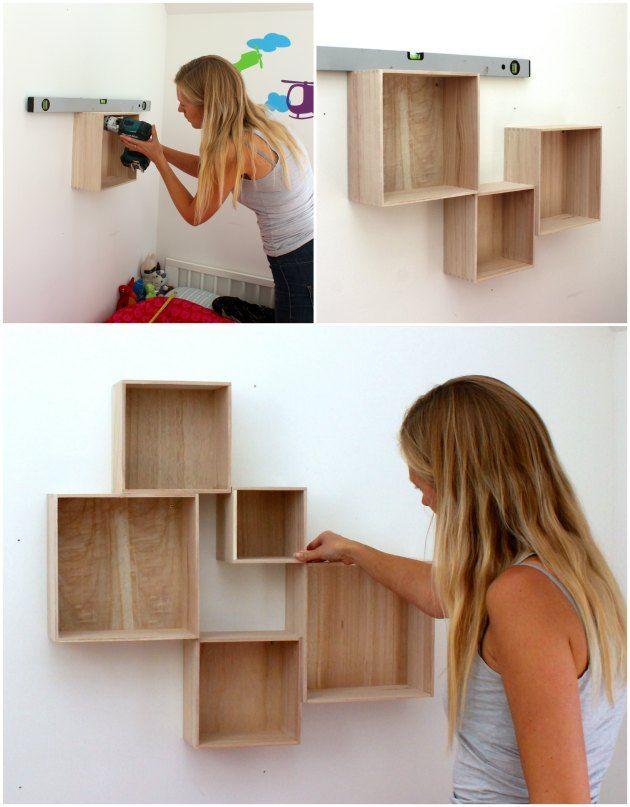 Endnu en flot væg er blevet til - med bogkasser i et abstrakt mønster...