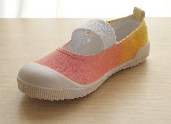 子供用上履き♪少しカラフル。いつもよりわくわくした気持ちになってくれたら嬉しいです。ハンドメイド商品で一足ずつ柄が違うので世界に一足だけのオリジナルです。少し...|ハンドメイド、手作り、手仕事品の通販・販売・購入ならCreema。