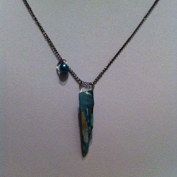 collier avec perle de verre et pendentif en coquillage bleu