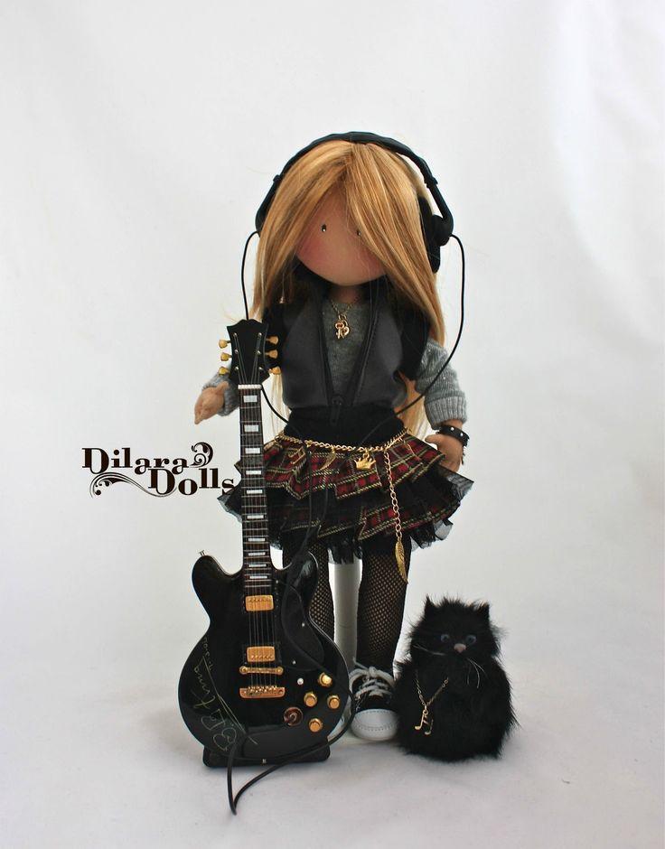 DilaraDolls: Girl Bassist