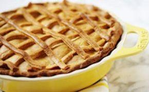 Receita de torta de maçã da Rita Lobo: tem creme de leite e fermento de bolo na massa - Receitas - GNT
