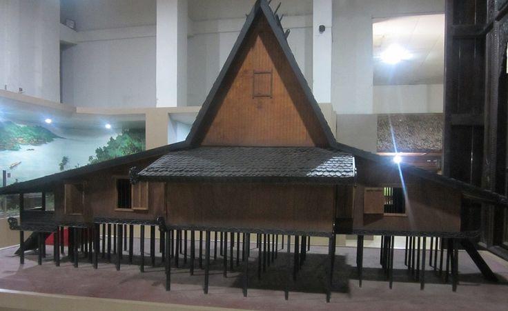 Rumah Atap Bubungan Tinggi, a traditional house design of South Kalimantan