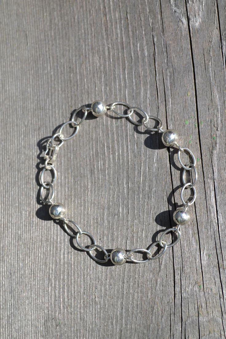 Vrolijk zilveren armband  http://www.dczilverjuwelier.nl/zilveren-armbanden/armband-5002  #armband