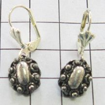 ZKO719 ovale Zeeuwse knop oorbellen verzilverd