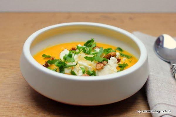 Möhrensuppe mit Feta, Couscous und Walnüssen