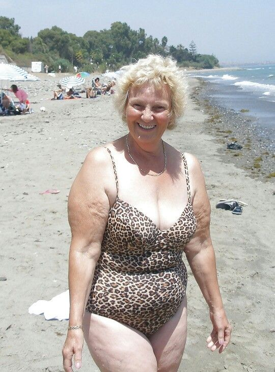 Beach grannies strip picture 77