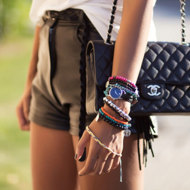 pulseras, pulseras, pulseras...Stacked Bracelets, Fashion, Chanel Bags, Style Inspiration, Street Style, Shorts, Women'S Accessories, Arm Parties, Leather Bracelets