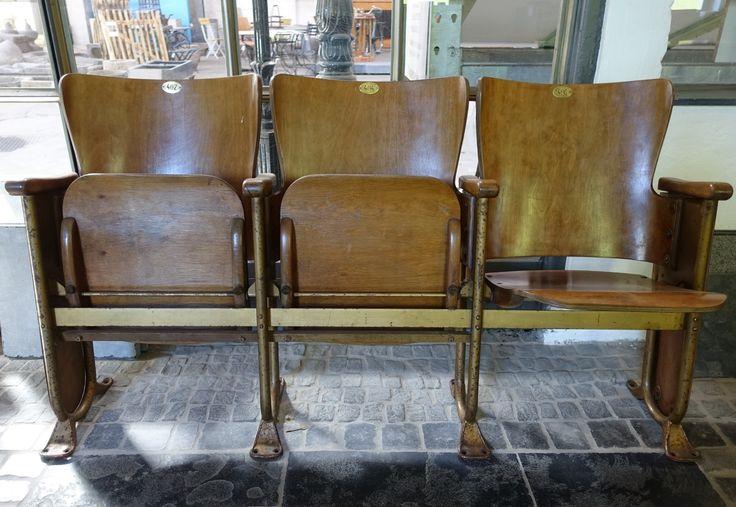 Alte Kinostühle, 3-Sitzer