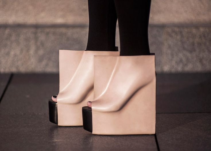 Rectangle shoes by Maria Nina Vaclavek reveal feet outlines