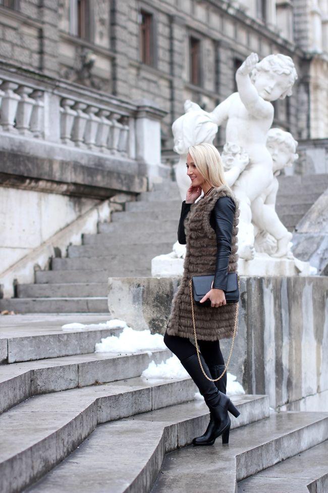 black shift dress, Etuikleid schwarz - Mango / fur vest, Pelzweste - Boutique KY / necklace, choker - Asos / boots, Plateaustiefel - Deichmann / clutch - Kenzo / ring - Thomas Sabo / earrings - Majolie/Modeblog Österreich / Austrian fashion blog / fashion mature women / Ü 30 / 30+ fashion blog / fashion blog / Modeblog Ü30 / street style Austria / fashion trends f/w 2016 / fall winter fashion trends 2016 / Winter Trends 2016 / Mode Winter Trend 2016 / women with style / fashion over 30…