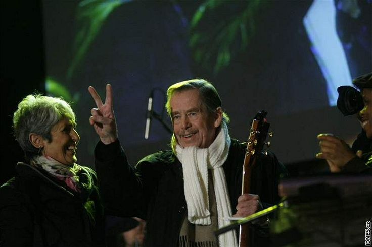 Joan Baezová a Václav Havel (17. listopadu 2009)