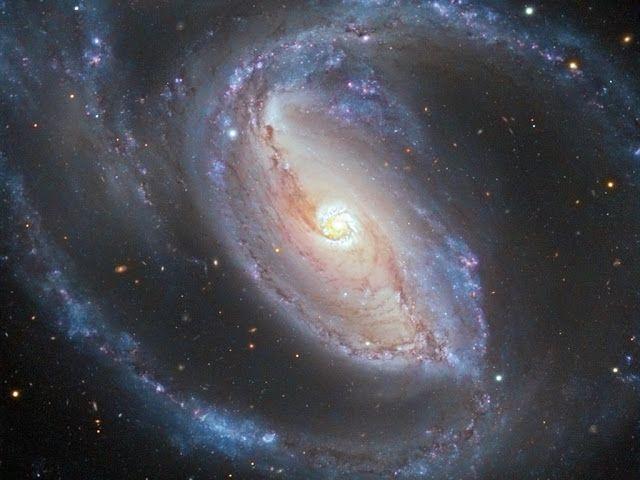 L'universo oggi ha 13,7 miliardi di anni e le galassie come la via lattea sono maestosi ed affascinanti sistemi di gas e stelle organi...