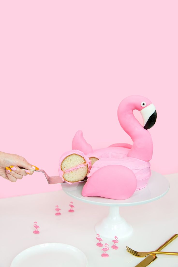 » DIY Flamingo Pool Float Cake