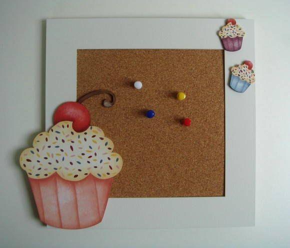 Quadro de Recados Cupcake em MDF e Pintura Country. 25cm x 25cm R$ 42,00