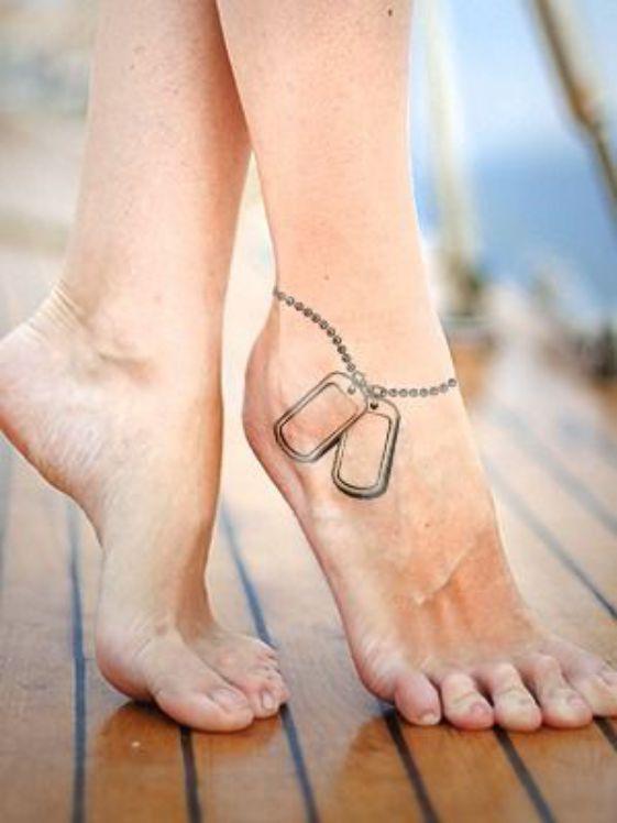 Tatuaje militar en el tobillo