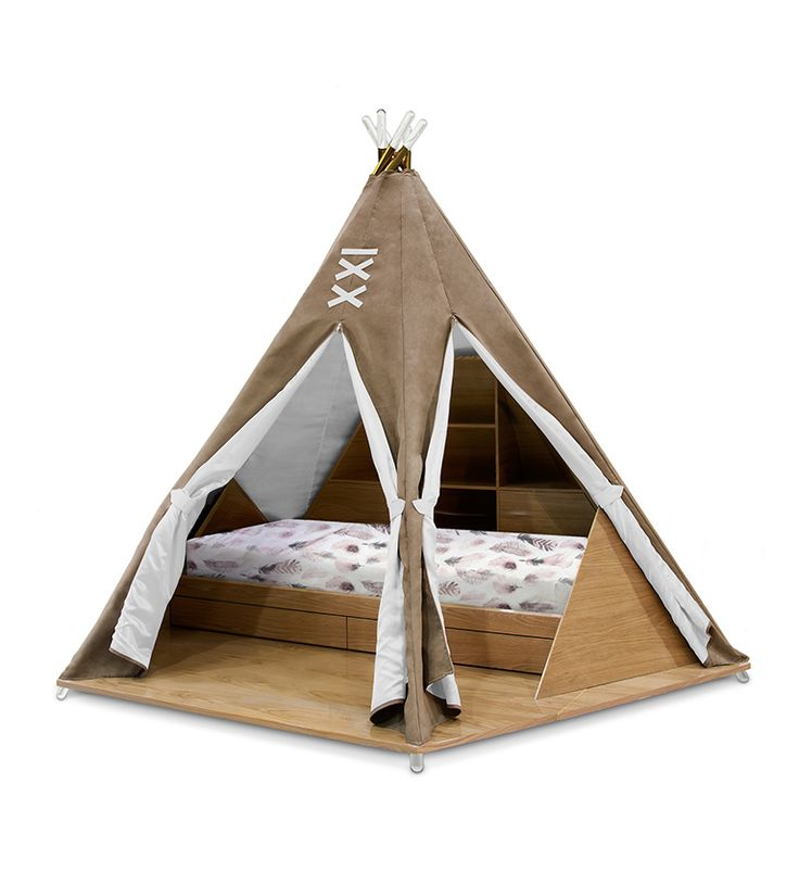 Inside the Teepee, you can see a bed with a storage area bellow it and a secret compartment giving access to a toy box. This toy box is in on the back and is equipped with wheels which allow the box to move around the room.