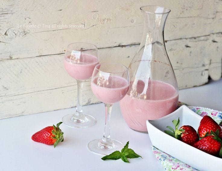 Liquore alle fragole cremoso senza grumi facile e veloce!Un liquore pronto in meno di trenta minuti da gustare o regalare per Pasqua
