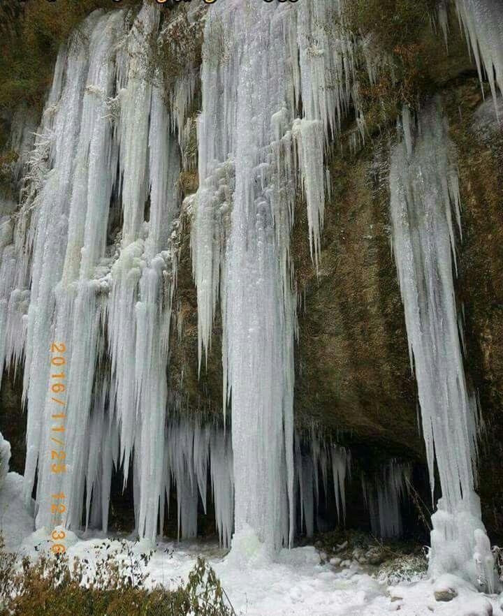 آبشار یخ زده اخلمد شهرستان چناران_خراسان رضوی