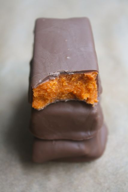 Homemade Butterfingers(links to lots of homemade candy recipes)