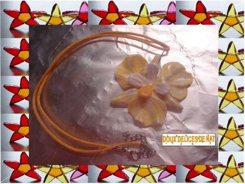 Pendentif orchidée or et blanche :