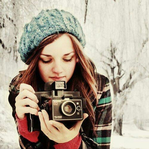 Winter photography | Girl with a camera & beanie