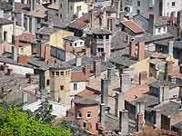 Toits du vieux Lyon vers la tour rose Lyon 5ème