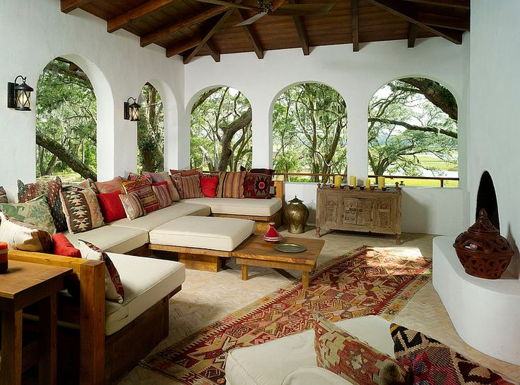 Arched windows drive home the Moroccan style with a Middle eastern touch!