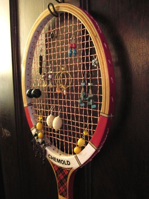 Tennis Racket Earring Holder.  I need to do this with the crappy tennis rackets in the garage.