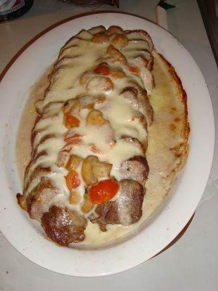 Fläskfilé med mozzarella är en underbart enkel och smarrig varmrätt med ugnsbakad fläskfilé. Här hittar du receptet.
