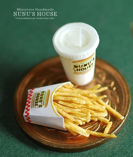And I don't know about anyone else but in reality my fries are never this perfectly crisp or overflowing...miniaturists know how to do it right =)