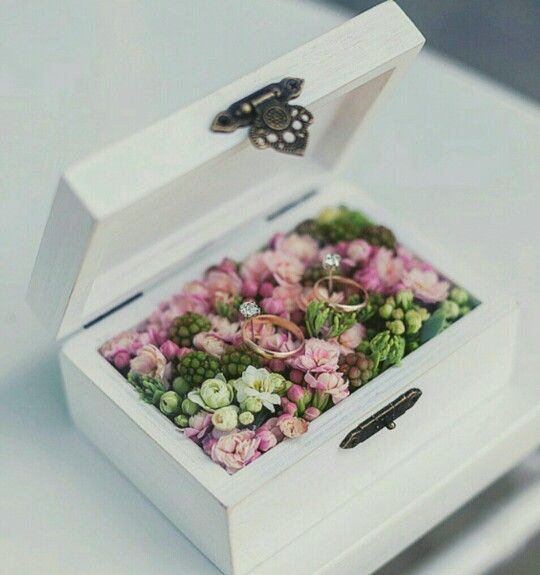 Alternative to ring pillow, wooden box with flowers, wedding