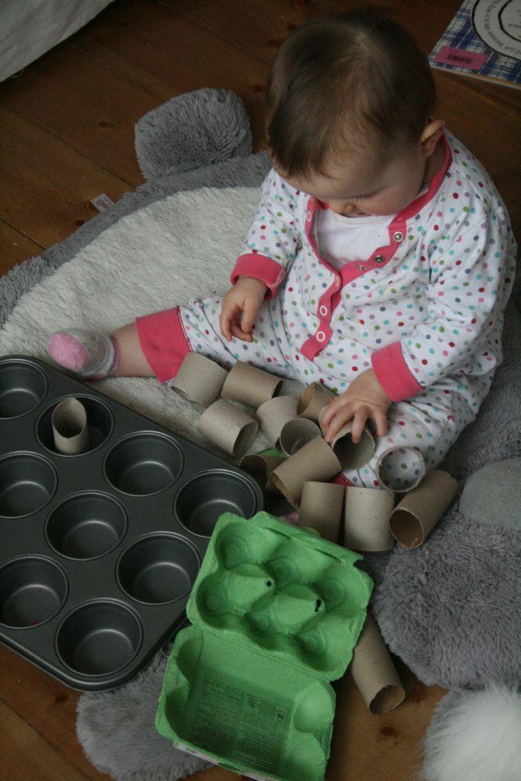 Diversion con huevera, bandeja de hacer magdalenas y tubos de carton. The Imagination Tree: Baby Play: Muffin Tin Sorting