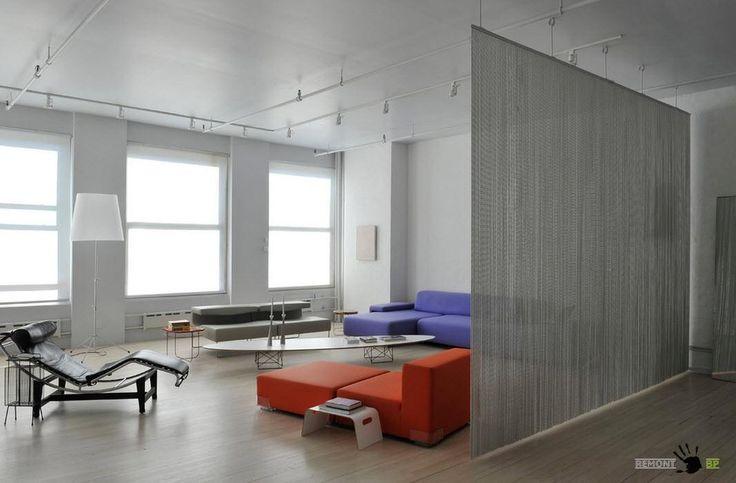 Зонирование пространства: использование подвесной композиции, составленной из множества стальных цепочек