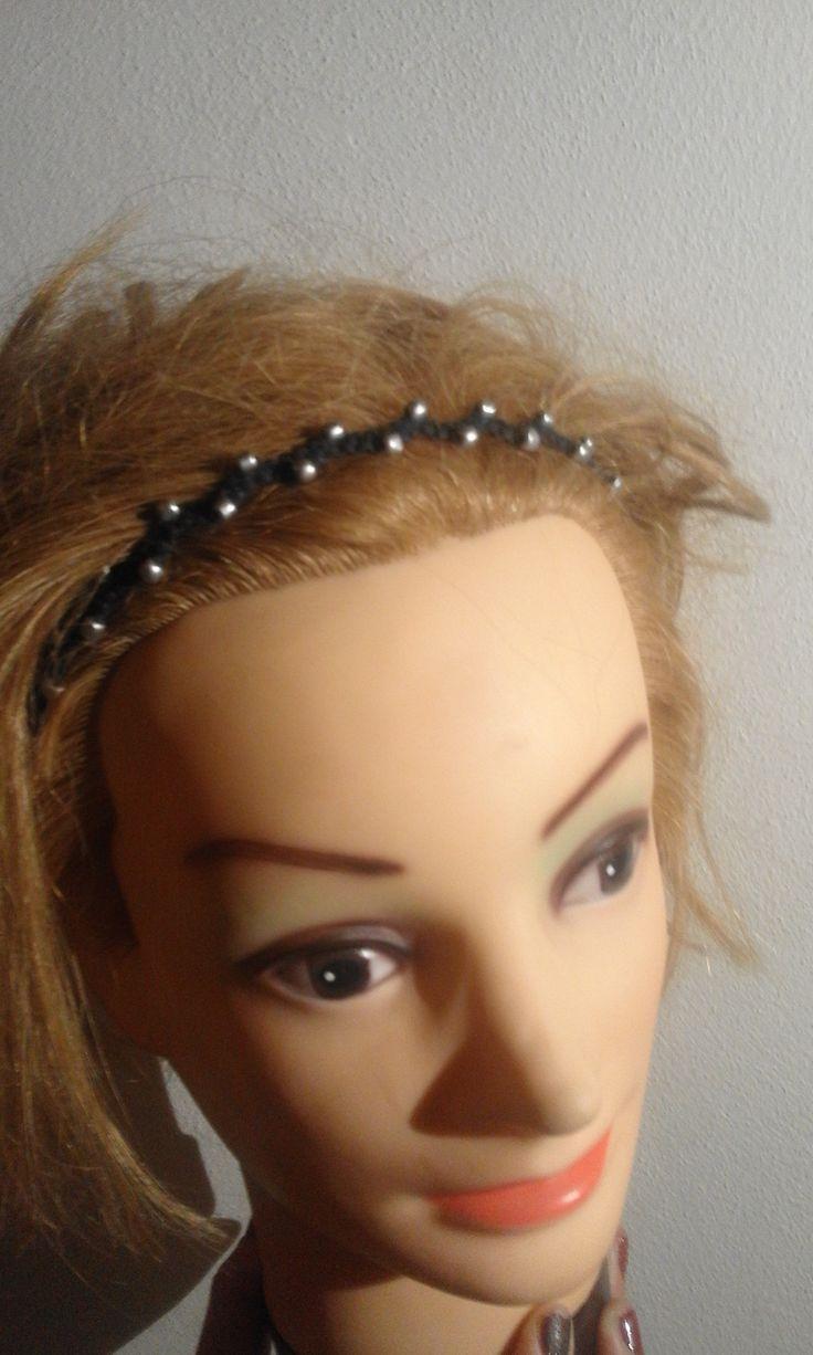 disko+ozdobná+čelenka+černé+barvy+s+rokajlem+stříbrné+barvy.+Nastavitelná+velikost+headdress+coronet+macrame