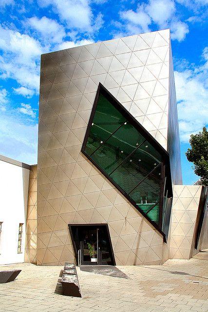 London Metropolitan University's deconstructivist Graduate Centre on Holloway Road designed by Daniel Libeskind.  photo Canis Major