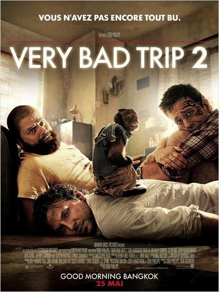Very Bad Trip 2 (2011) (Blu ray) ***************************************** Phil, Stu, Alan et Doug s'offrent un voyage exotique en Thaïlande, à l'occasion du mariage de Stu. Après l'inoubliable soirée d'enterrement de sa vie de garçon à Las Vegas, Stu ne veut rien laisser au hasard et opte pour un brunch léger, sans risque, avant la cérémonie. Mais les choses ne se passent pas toujours comme prévu...