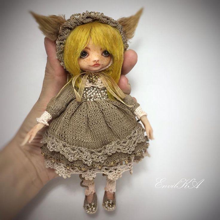 """Незнаю с каких фотографий начать, """"студийные"""" более качественные но при дневном свете кукла выглядит более натурально и естественно... Начну вот с этой, потом можно сравнить с дневным освещением. Куколка будет искать свой дом, хоть я ее и не хотела изначально продавать, но теперь кажется что ей нужна мама)) 🏡дом нашла)) #кукла #doll #amidoll #instacrochet #dolls #crochet #crochetlove #crochetdoll #amigurumi #crocheting #weamiguru #вязанаякукла #artdoll #handmade #amigurumilove…"""