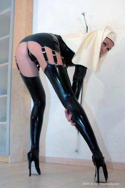 Busty booty tube