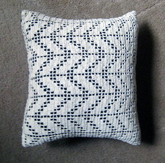filet crochet pillow #crochet