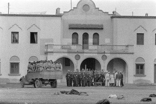 GUERRA DE IFNI: Sidi Ifni, 7-12-1957.-Traslado en camión de Tiradores de Ifni y marinos realizando ejercicios de instrucción.- EFE/jt