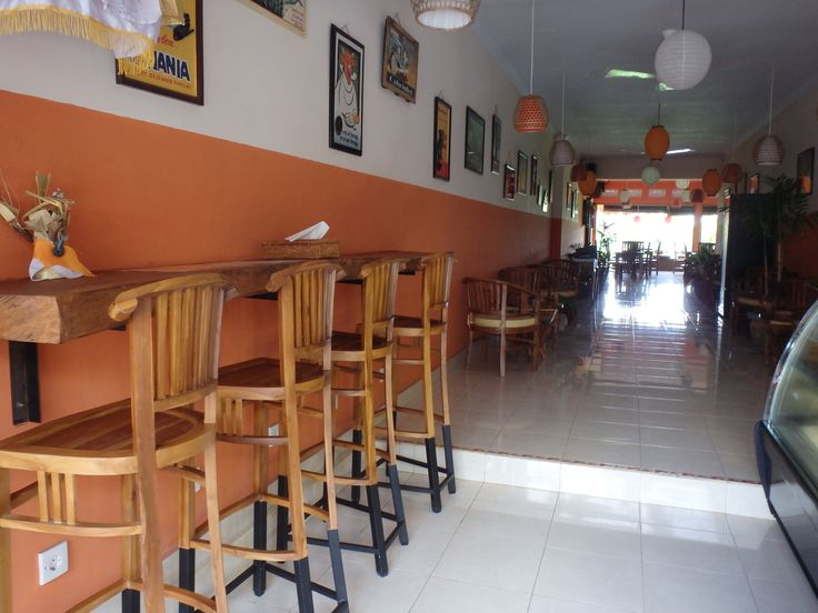 Inside Café Le Petit Paris