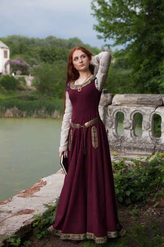 Women's Medieval Dresses | Women's Medieval Clothing Special Order & Custom…                                                                                                                                                                                 Más