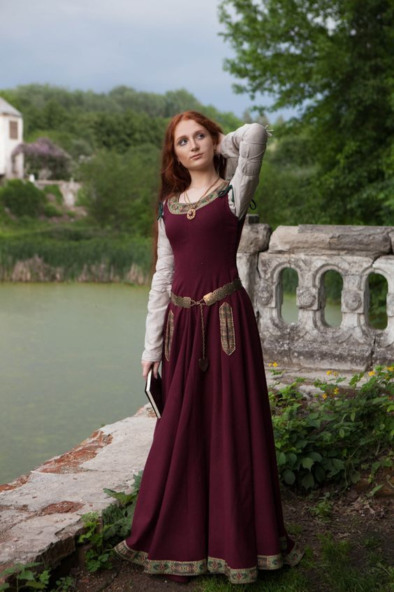 Women's Medieval Dresses   Women's Medieval Clothing Special Order & Custom…