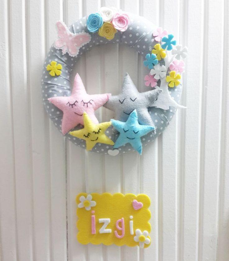Yıldız Ailesi Temali Bebek Kapı Süsü Gri puantiye zemin üzerine, sevimli yıldız ailesi temali, pastel renklerde bebek kapı.... 398242