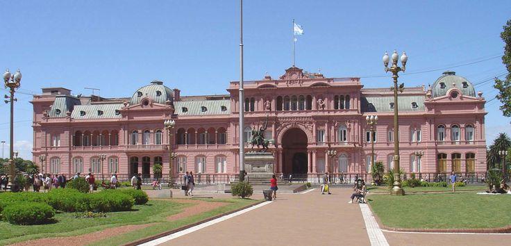 A Casa Rosada é a sede do governo da Argentina e um dos principais pontos turísticos de Buenos Aires. Construída em 1565